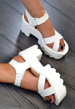 REGAL Chunky Heel Strappy Summer Sandals in WHITE