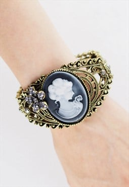 Retro Hollow Carved Human Head Bracelet AC007