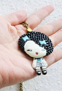 Kitsch girl with mirror necklace