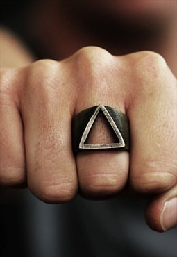 Carpe Diem Gold Man Triangle Ring