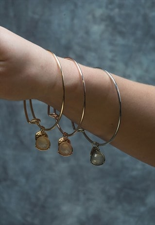 GOLD FACET STONE DROP AND COIN CHARM BANGLE