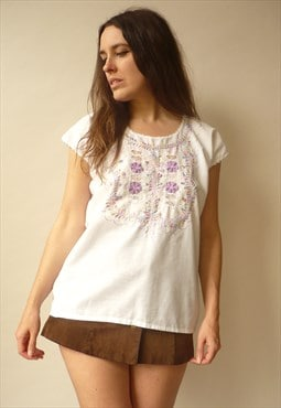 Vintage White Embroidered Peasant Blouse Floral Folk Top