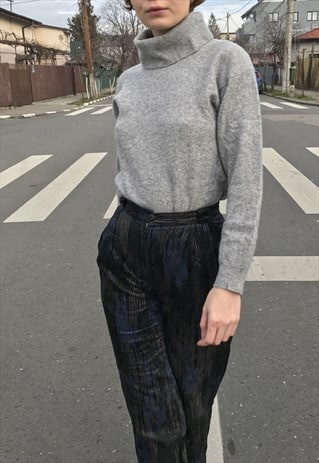 VINTAGE CASHMERE SWEATER WITH EXAGGERATED COLLAR