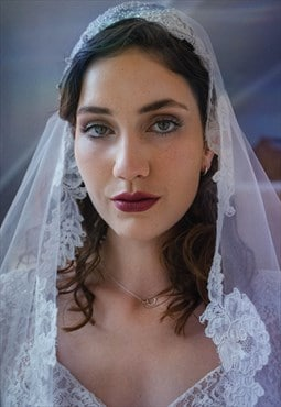 Lovely 1950s lace trimmed wedding veil with little wired cap