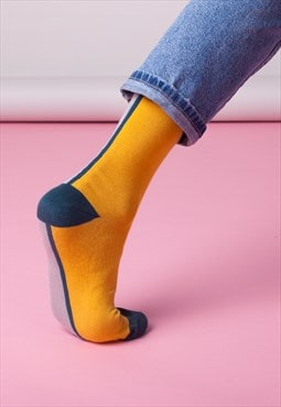Contrast ankle socks in mustard