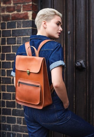 LEATHER BACKPACK WITH TOP FLAP IN TAN BROWN