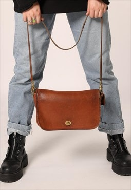 Beautiful Vintage Brown Coach Shoulder Bag