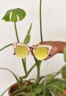 Yellow mirror sunglasses with marbled style frames