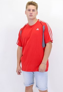 Vintage Adidas T-Shirt in Red