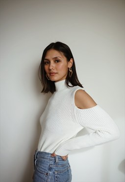 Tyna - white sweater shoulders off
