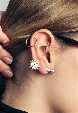 Golden ear cuff - Plastic mace earring