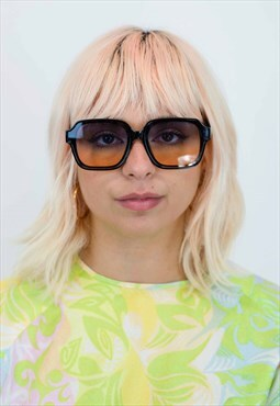 Oversized 70s Style Sunglasses in Black