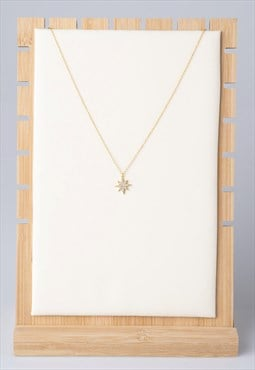 Star pendant necklace with zirconia stones