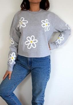 Flower power cropped jumper in grey