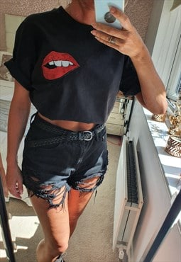 Unisex t-shirt in black with miniature lips sequin motif
