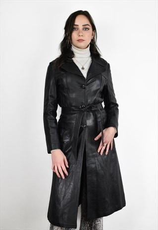 Vintage 90s buttoned up black leather coat with a belt