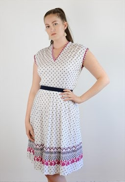 Womens Vintage 60s 70s dress white floral semi pleated
