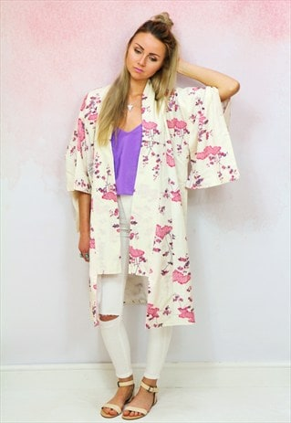 1970S VINTAGE TRADITIONAL JAPANESE QUARTER LENGTH KIMONO