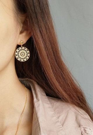 GOLD CIRCLE MESH STUD EARRINGS