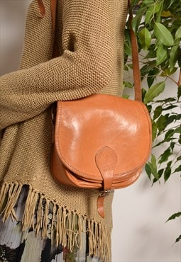 Vintage 70s Small Cross Body Strap Bag in Brown Leather