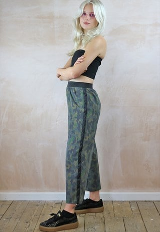 CAMO CROP TROUSERS WITH BLACK STRIPE