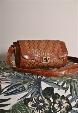 Vintage 70s Small Cross Body Strap Bag in Brown Faux Leather