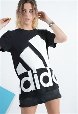 Vintage Adidas t-shirt black with logo.