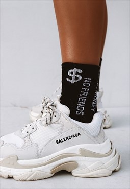 "Slogan ""No Friends"" Crew Socks in Black"