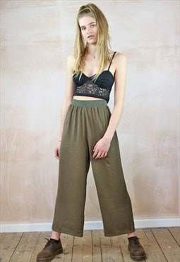 Cropped  Trousers  in green silky fabric