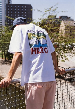 SEASONAL HERO 'FLAGSHIP' GRAPHIC TEE IN WHITE