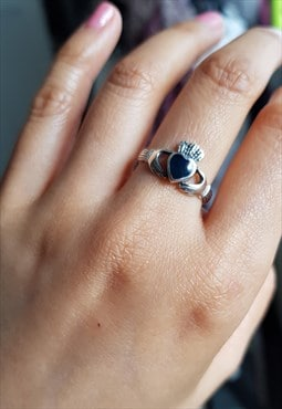 VINTAGE sterling silver lapis lazuli blue claddagh ring